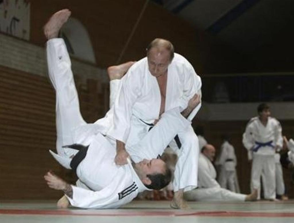Vladimir Putin offers to join Russian judo team