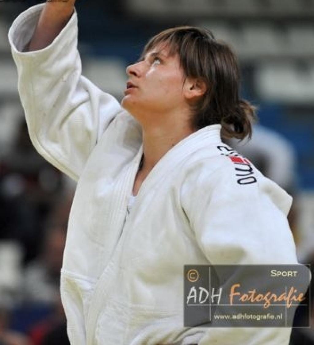 Bosnian Larisa Ceric prolongs title in home Sarajevo