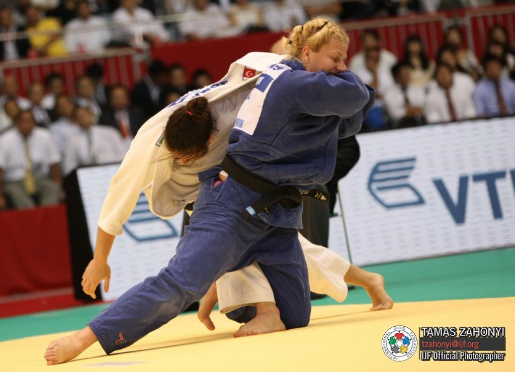 Japan takes two world title at day 1