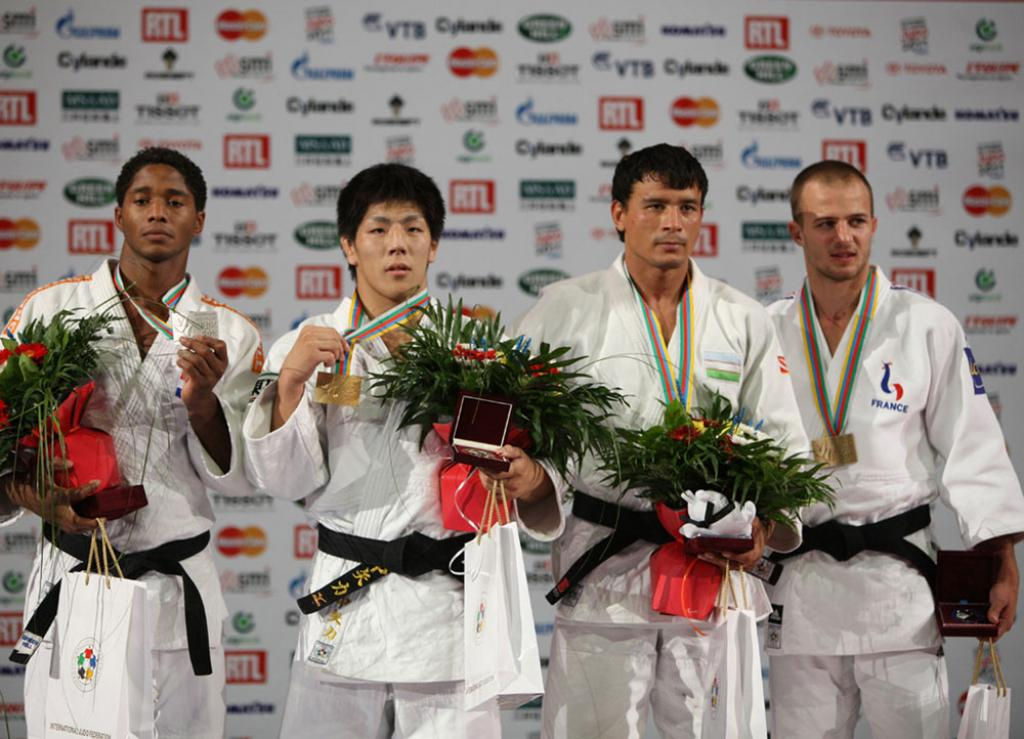 Clean sweep for Japan on second day WChs
