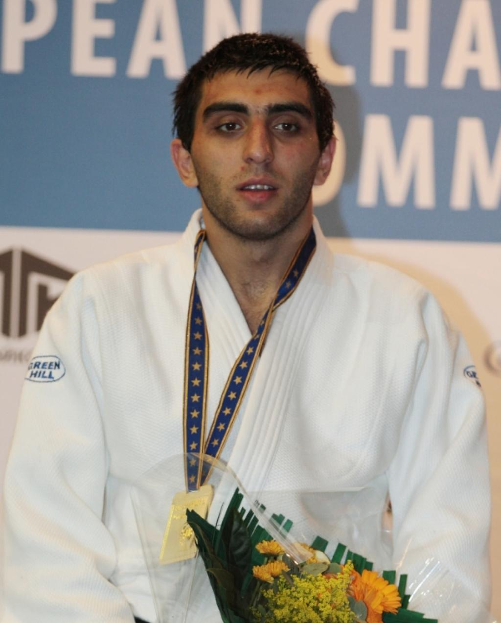 Magomedov surprises Stewart after 19 seconds for gold