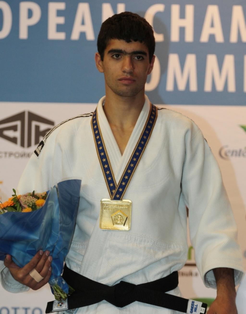 Armenian Harutyunyan Brothers dominate men's categories