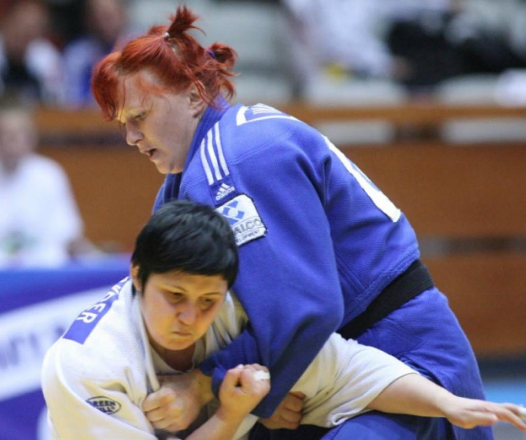 Elena Ivaschenko defeats Polavder with power judo