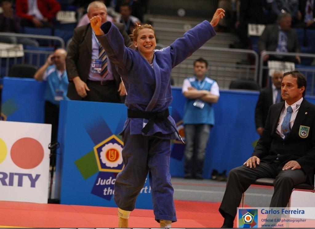 Dumitru takes eighth European title U48kg