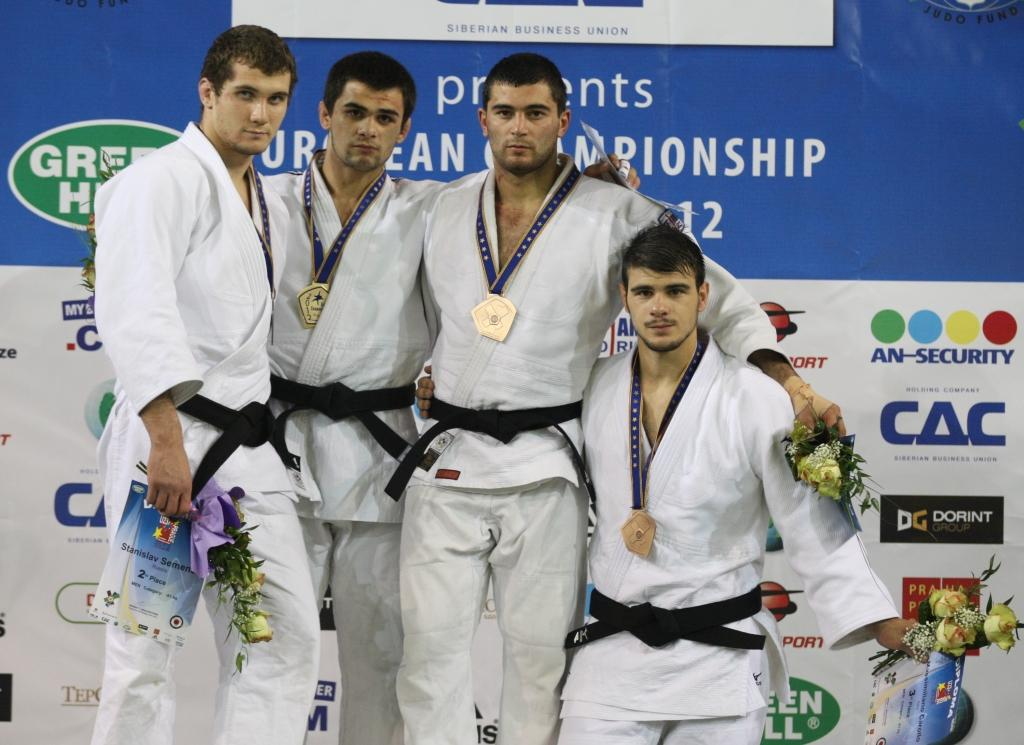 Russia claims gold and bronze U81kg
