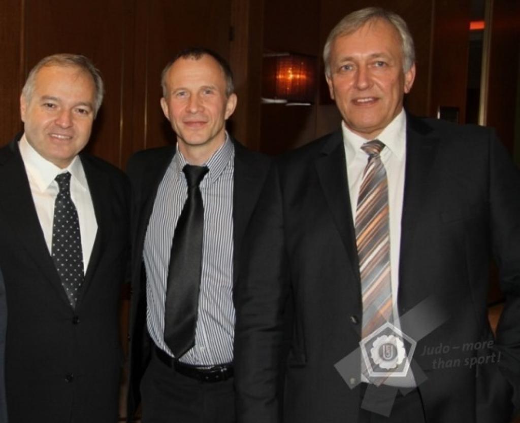 Four advisors installed in advisory board EJU