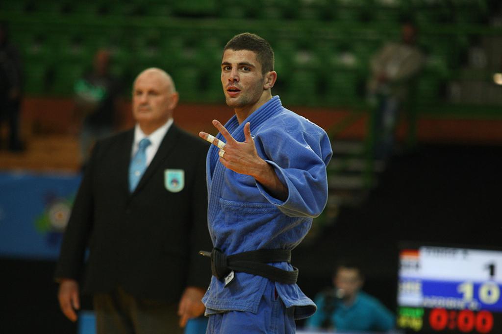 Successful start for Azerbaijan at opening day in Sarajevo