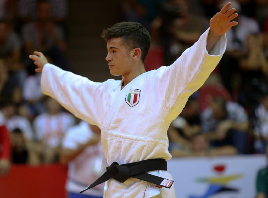THE ITALIAN TEAM TOOK OVER THE STAGE ON DAY ONE OF THE EYOF