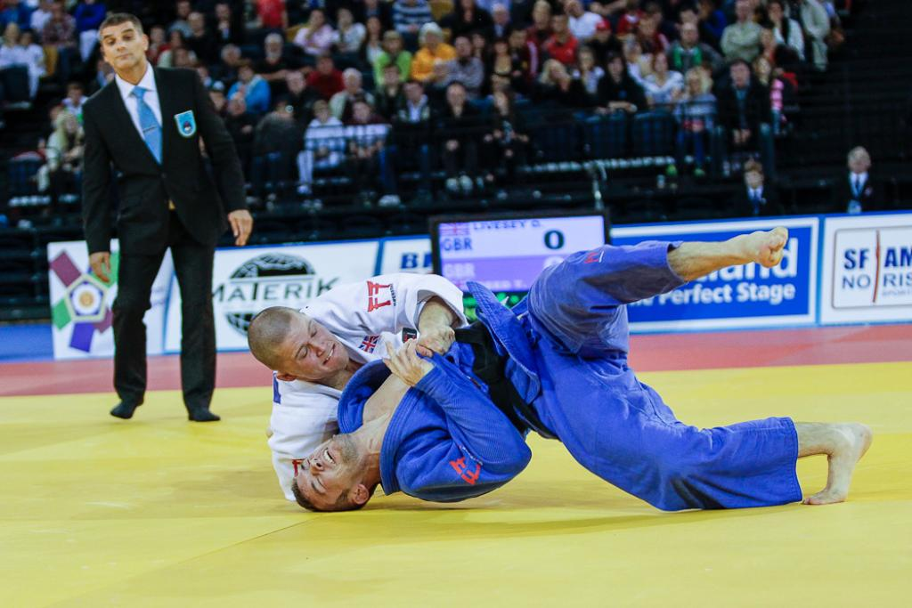 LIVESEY TOPS PODIUM IN GLASGOW AMONGST EIGHT MEDALS FOR GREAT BRITAIN