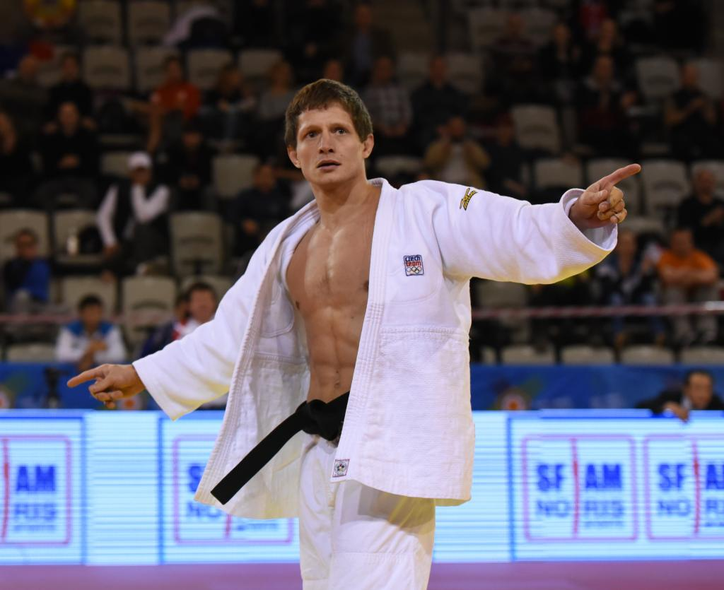 GOLDEN OPENING FROM PETRIKOV IN PRAGUE