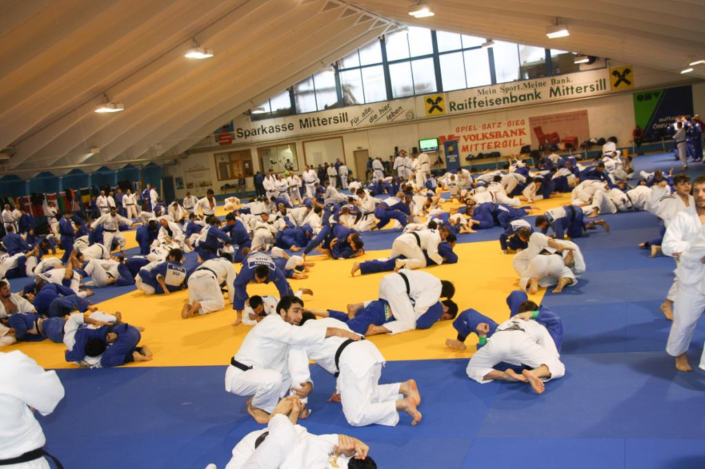 SUPPORTIVE JUDO FAMILY IN MITTERSILL