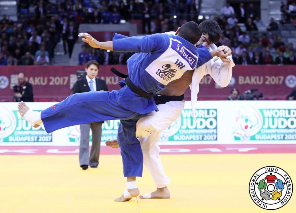 ISMAYILOV IS AZERI HERO AS HE STUNS SEEDS IN BAKU