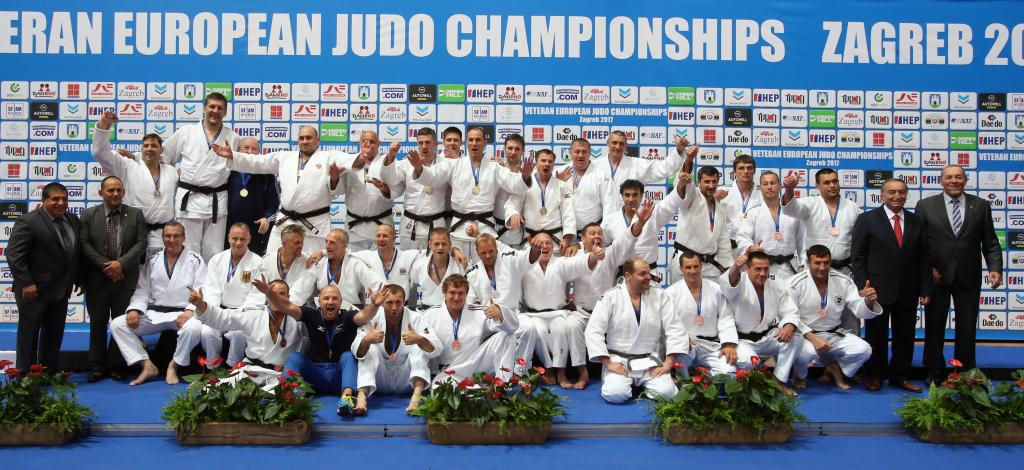 GERMANY ENLISTS HELP FROM BRITAIN ON WAY TO VETERAN TEAM SILVER