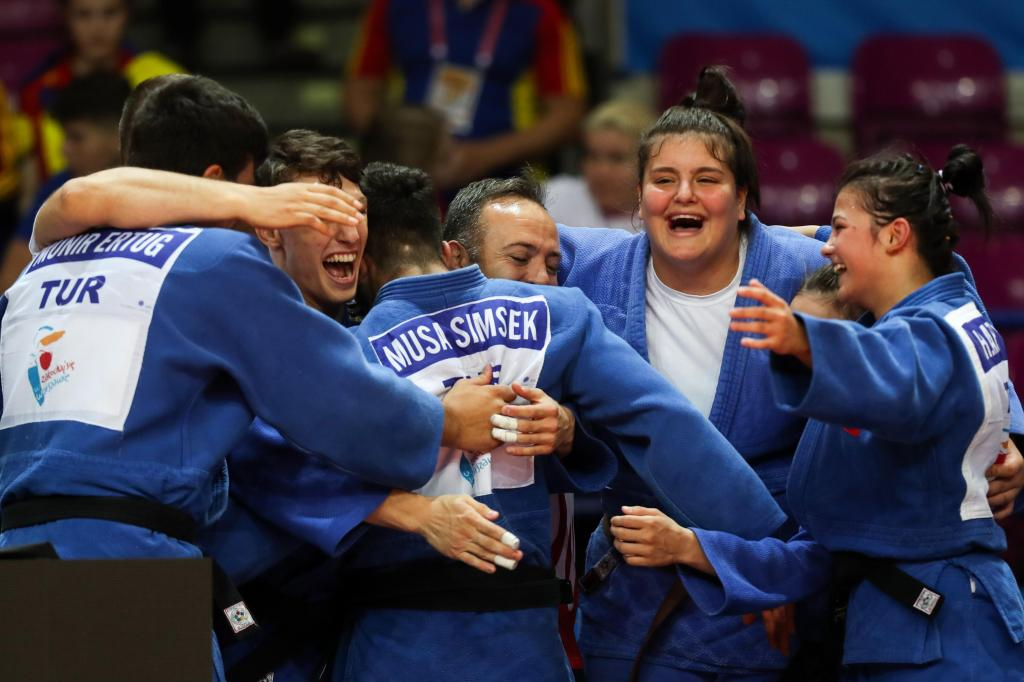 TEAM TURKEY TAKE OVER MIXED TEAMS TO CONCLUDE CADET EUROPEAN CHAMPIONSHIPS