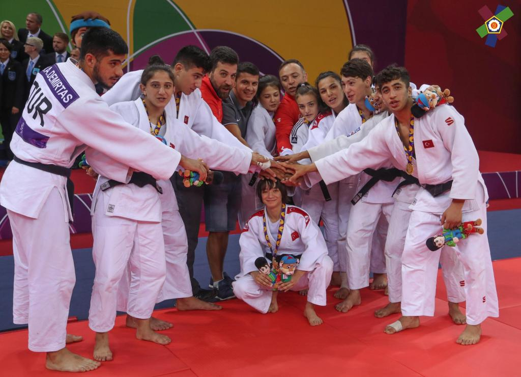 UNDEFEATED TURKEY TAKE YET ANOTHER MIXED TEAMS TITLE