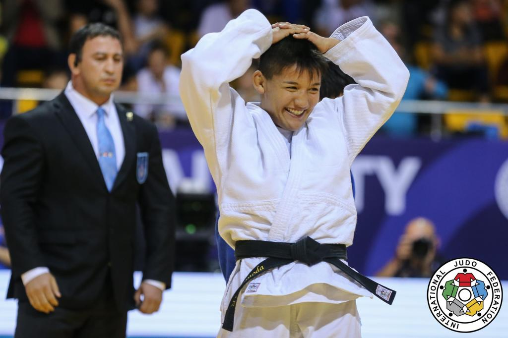 UNTOUCHABLE TSUNODA STORMS TO STUNNING VICTORY IN ALMATY