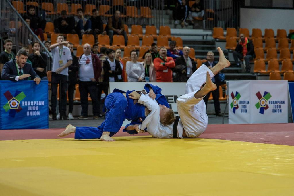 SZEGEDI SHOWN CONSISTANCY ON ROUTE TO GOLD